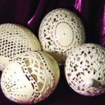 """Velykinio kiaušinio metamorfozė: nuo ažūrinio margučio iki """"marmurinio"""" milžino"""