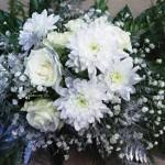 Pagarba mirusiajam – pinigais ar gėlėmis?