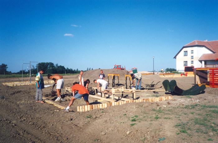 Istorinė nuotrauka: vyksta Vaiko tėviškės namų statybos darbai.