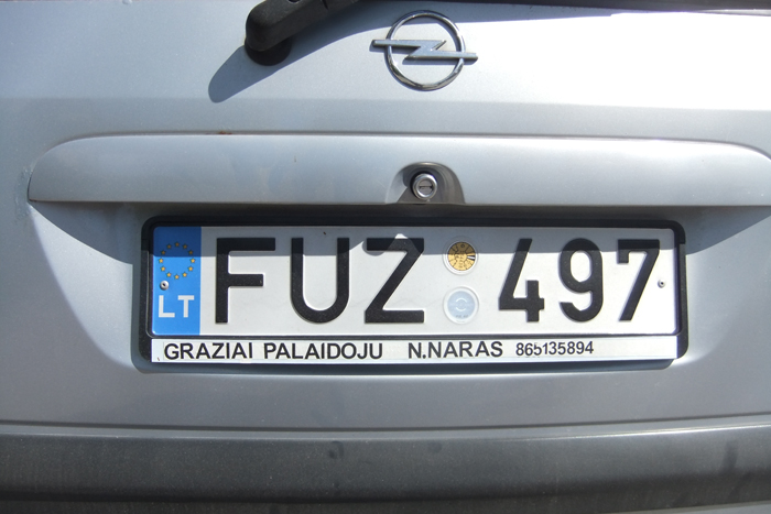 """Naro humoro jausmas net ant jo automobilio """"užrašytas""""."""