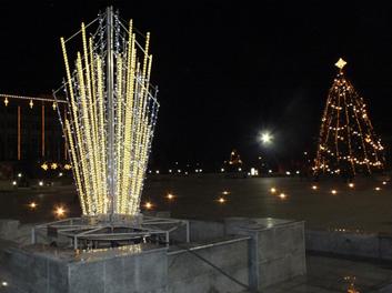 Kalėdinis fontanas ir eglė Marijampolėjepagr