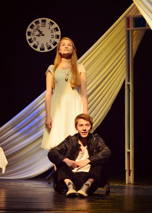 "Scena iš spektaklio ""Baltos durys""."