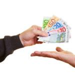 """Į """"greitųjų kreditų"""" liūną įtraukiančios gudrybės, kurias turėtų žinoti klientai"""