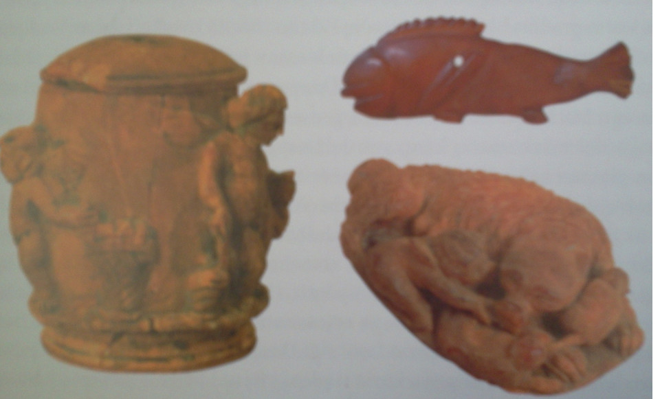 Romėniškojo laikotarpio Baltijos jūros gintaro gaminiai, pagaminti Akvilėjos dirbtuvėse prie Adrijos jūros (A. Bliujienė, 2007, p. 321).