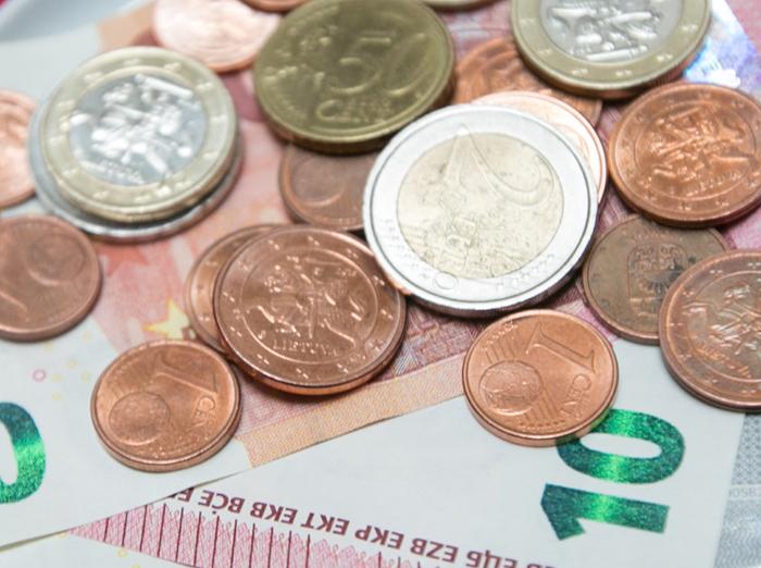 Vyriausybė pritarė: didžiajai daliai viešojo sektoriaus darbuotojų kitąmet didės darbo užmokestis