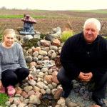 Akmenys ir antrajam gyvenimui prikelti seni daiktai – sodybos puošybos akcentai