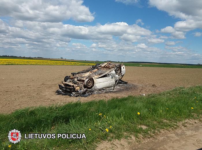 2017-05-10-sudegintas-automobilis
