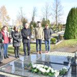Žvakelėmis nušvito Marijampolei nusipelniusių žmonių kapai