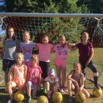 Marijampolėje futbolą žaidžia ne tik mergaitės, bet ir močiutės