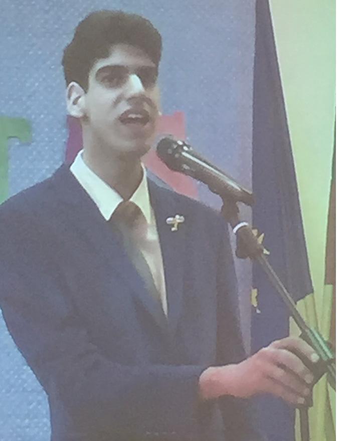 Neįgalus berniukas M. Volynskij atlieka žydų liaudies dainą.