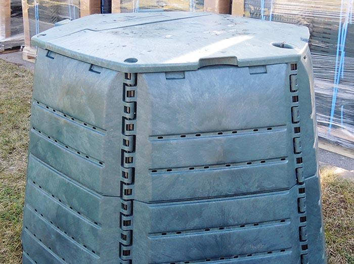 Bus NEMOKAMAI dalinamos kompostavimo dėžės