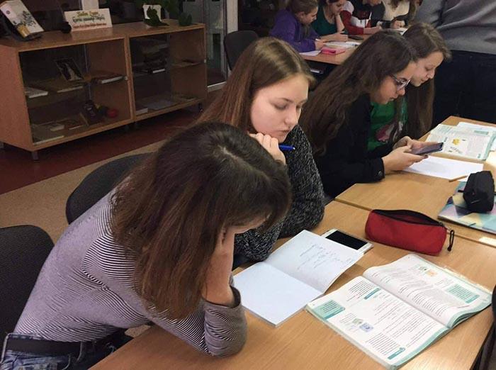 Gimnazistų įkurta organizacija teikia mokymosi pagalbą jaunesniems Marijampolės moksleiviams