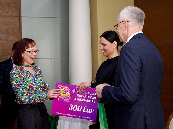 Marijampolės Sūduvos gimnazija apdovanota už ekonomikos žinių skleidimą