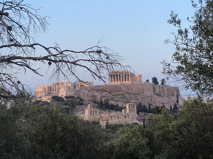 Keli potėpiai mėgėjiškam deivės Atėnės miesto portretui