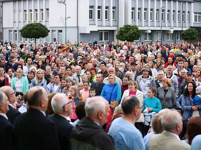 """Marijampolėje skambėjo darni """"Tautiška giesmė"""": """"Vardan tos Lietuvos vienybė težydi"""""""