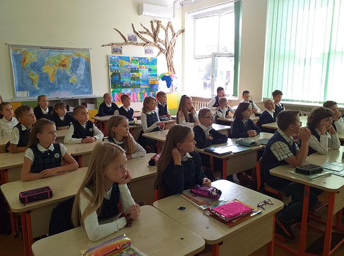 """Marijampolės Rimanto Stankevičiaus pagrindinės mokyklos bendruomenė jau skaito """"Vyturio"""" leidyklos skaitmenines knygas"""