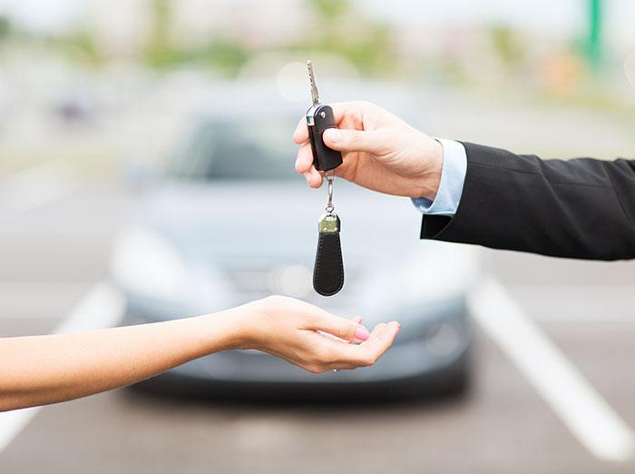 Paskola automobiliui: kuo skiriasi lizingas nuo tarpusavio skolinimosi platformų?