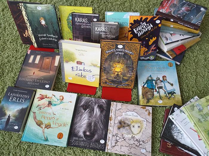 """""""Mantingos"""" paramos ir labdaros fondas mokyklai dovanojo knygas"""