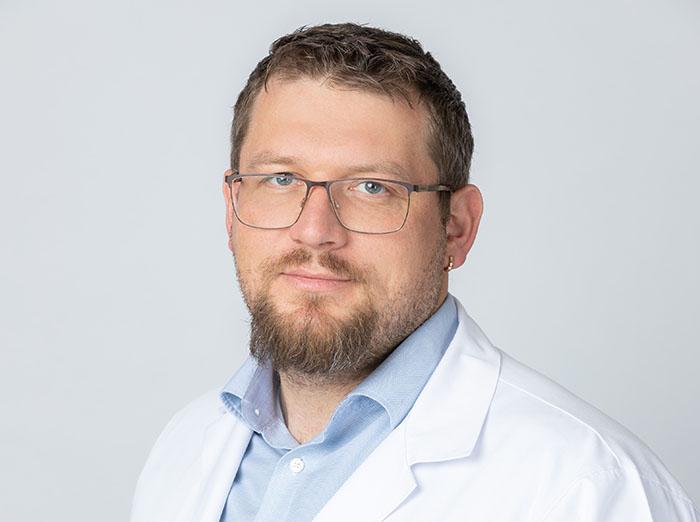 Epikondilitas – specifinių profesijų atstovus varginanti liga: svarbiausia pastebėti laiku