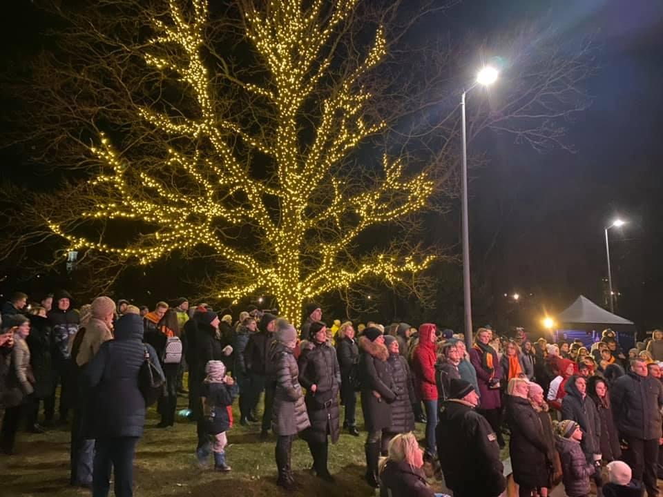 Artėjančių šv. Kalėdų dvasia aplankė Marijampolės Poezijos parką