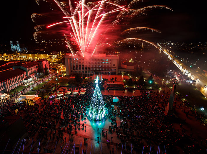 Marijampolėje įžiebta pagrindinė miesto Kalėdų eglė