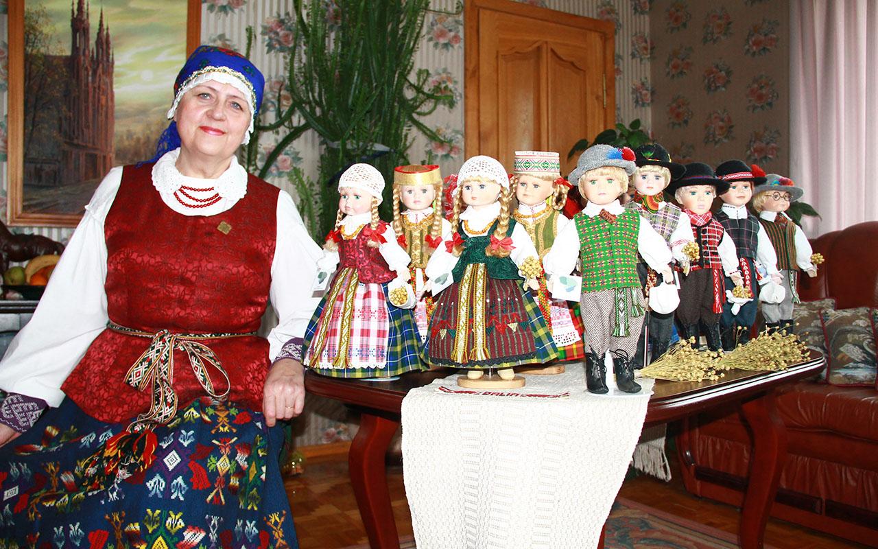 Dalia Arminienė: Lietuvą nešant per tautiniu kostiumu papuoštas lėles