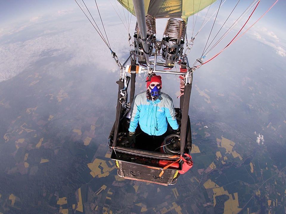 Su oro balionu – net į 9386 metrų aukštį!