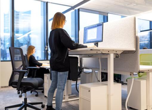 Reguliuojamo aukščio stalai: ar juos rinktis išties verta?