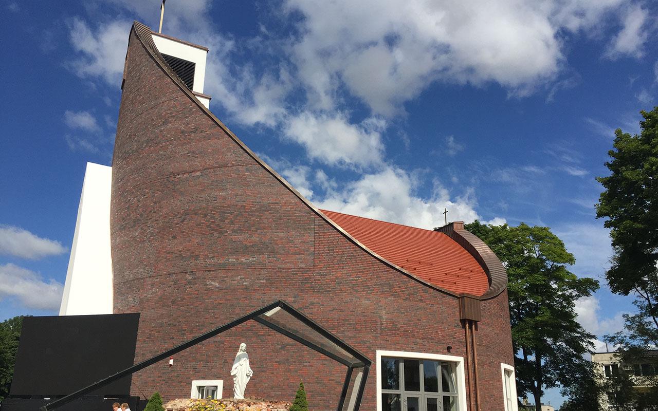 Konsekruota naujoji Alvito bažnyčia