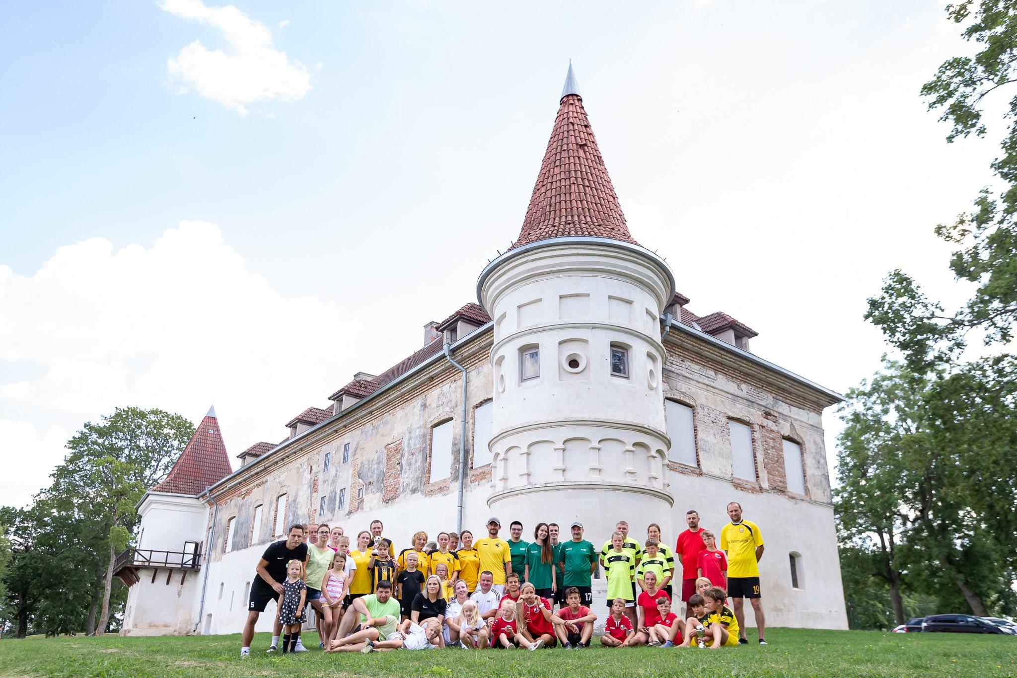 Futbolas žaidžiamas Lietuvos istorinėse vietose III