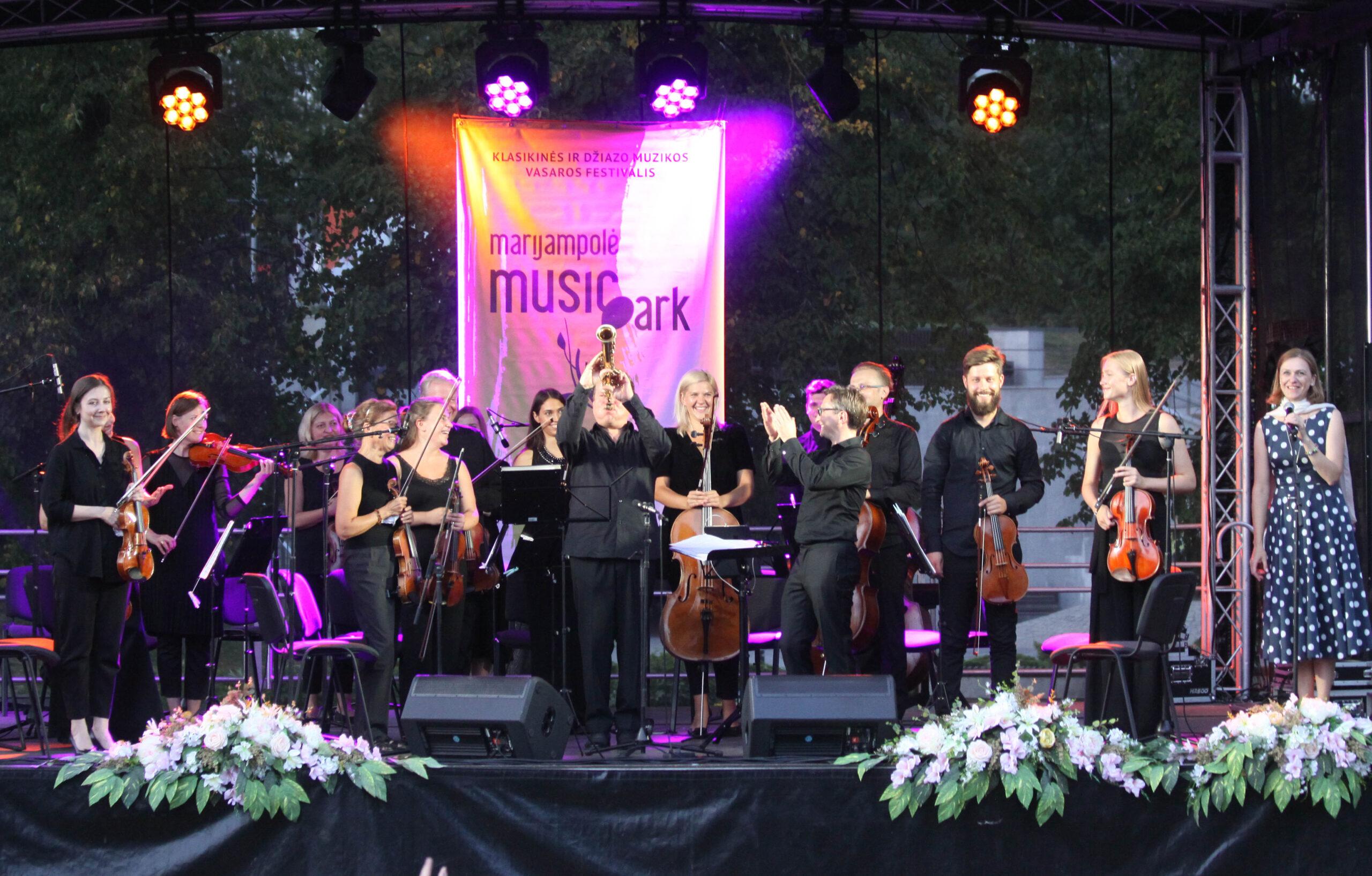 Baltaragis, elektroninė madam ir meilės dainos – savaitgalis Marijampolės muzikos parkuose