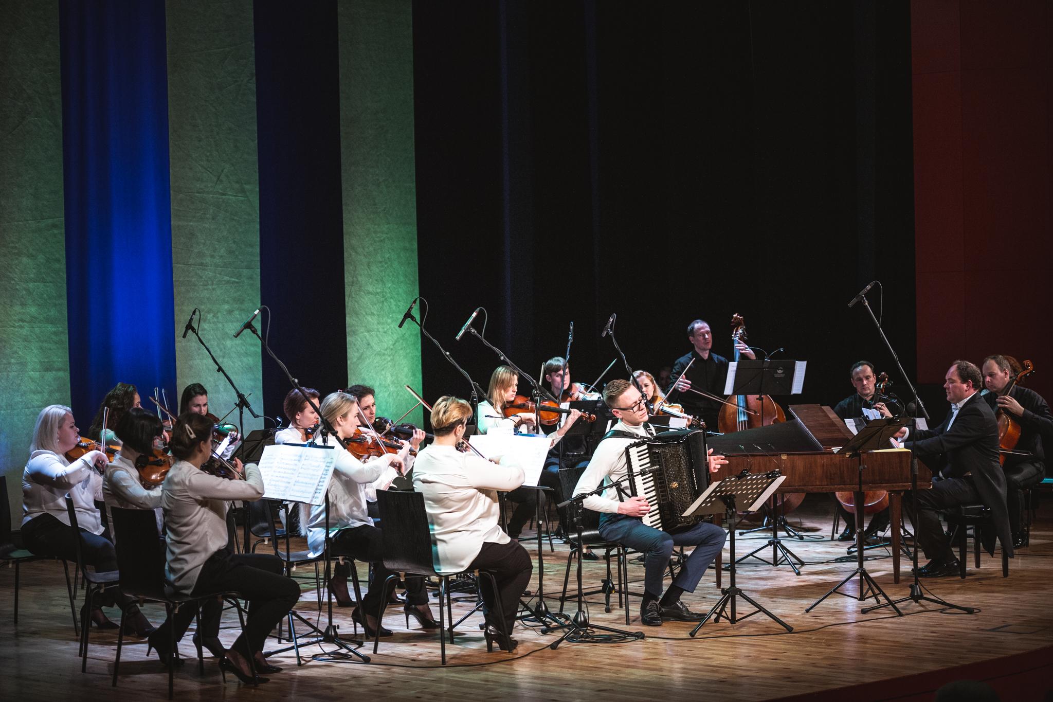 Paežeriuose skambės talentingo akordeonininko ir orkestro atliekami kūriniai