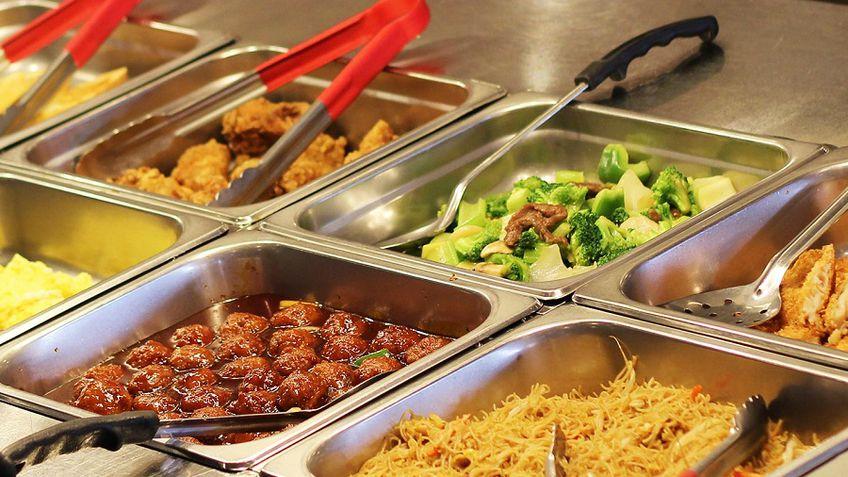 Nemokamas mokinių maitinimas per karantiną: ką turi žinoti savivaldybės, mokyklos ir tėvai