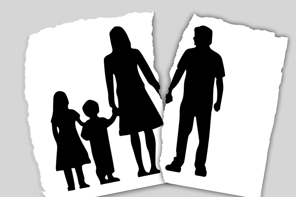 Psichologė-vaiko teisių gynėja pataria, kaip padėti vaikams išgyventi tėvų skyrybas