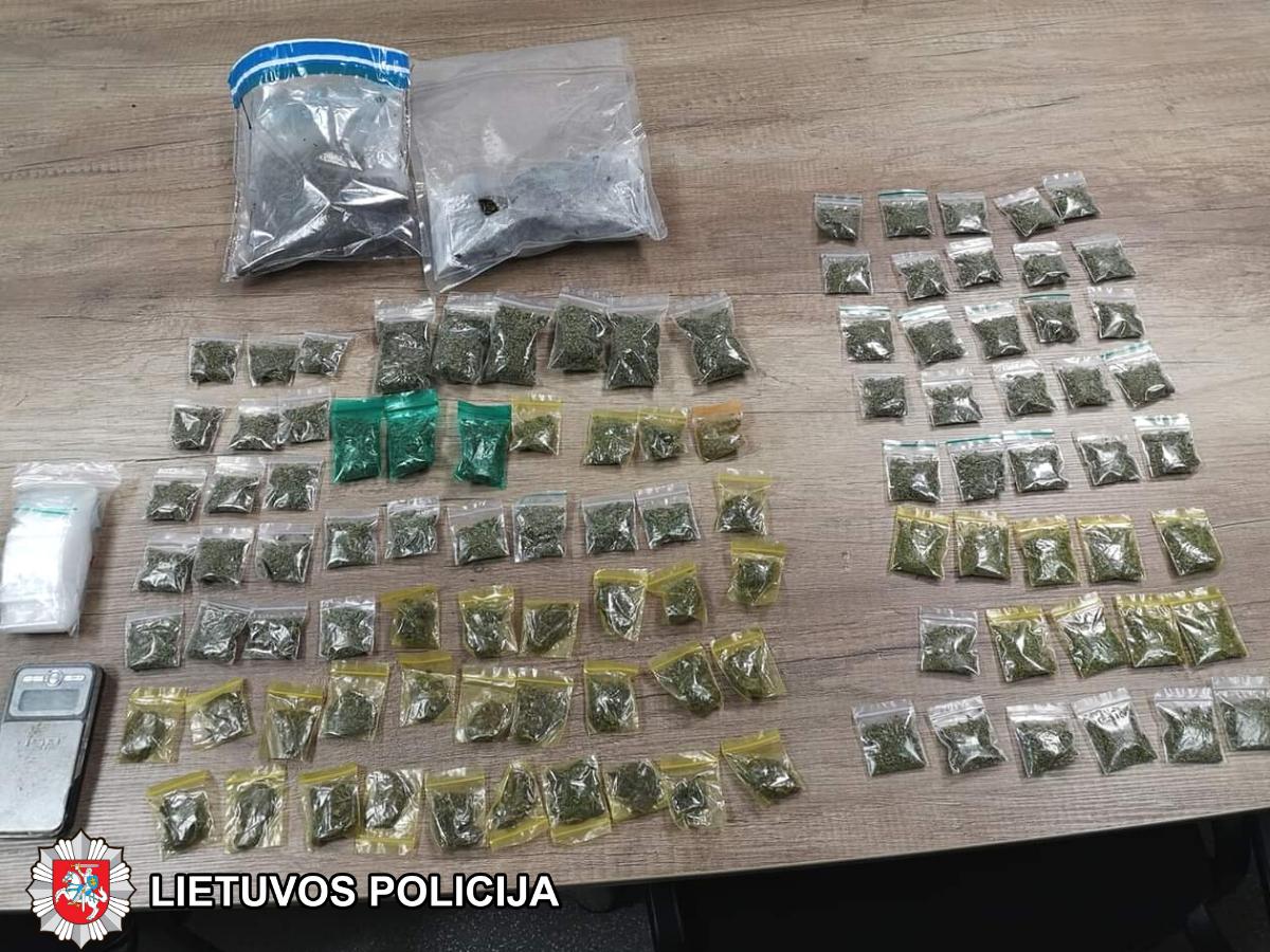 Pareigūnai surengė dvi sėkmingas narkotinių medžiagų platintojų sulaikymo operacijas