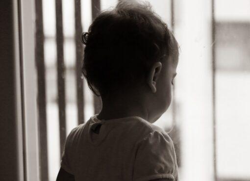 Ką reiškia – perkelti vaiką į saugią aplinką?