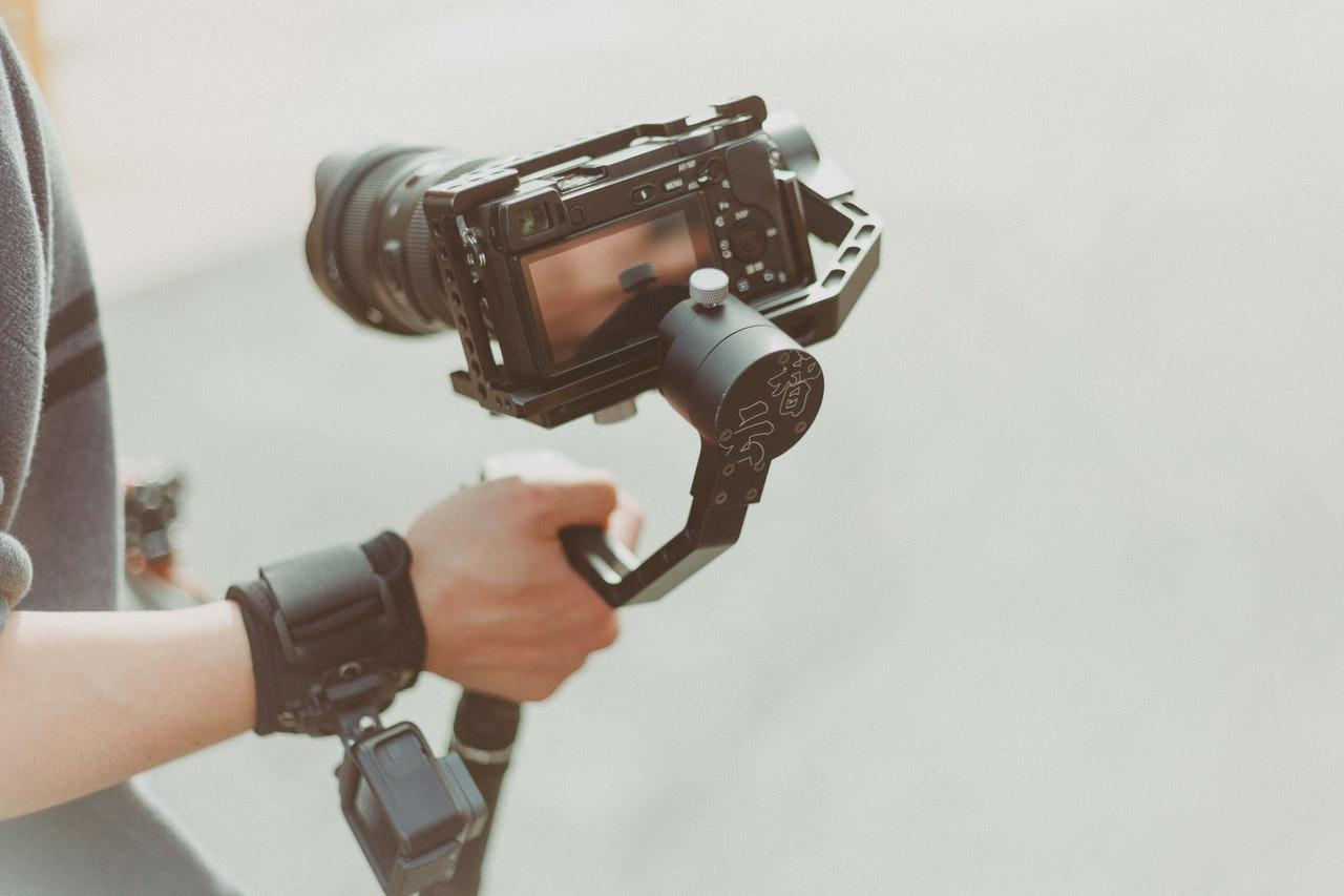 Kas reikalinga kiekvienam pradedančiam fotografui bei videomenininkui?