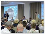 Simpoziumo metu vykstančių forumų salės sausakimšos.
