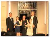 Edmundas Seilius su pianistu Justu Dvarionu ir jo mokinėmis, dešinėje – dukra Barbora.