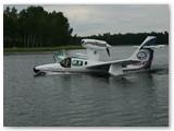 Lakūnas Gintautas Staniulis pilotuoja amfibiją.