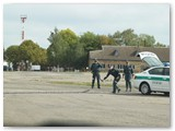Neretai, gaudydami bėglius, pareigūnai naudoja vadinamąjį ežį, kurio spyglių vengia automobiliais sprunkantys bėgliai.