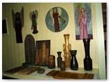 Sauliaus Lisausko darbai eksponuojami Kalvarijos viešojoje bibliotekoje. Autorės nuotrauka.