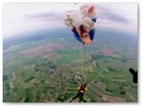 Parašiutas jau skleidžiasi.