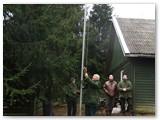 Klubo vėliavą nuleidžia medžiotojas veteranas Vytautas Dambrauskas.