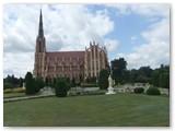 Neogotikinė 61 m aukščio Gervėčių Šv. Trejybės bažnyčia – aukščiausia ir gražiausia katalikų bažnyčia Baltarusijoje.