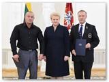 Rinaldą, kaip trenerį, pagerbia šalies Prezidentą.