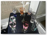 Nijolės Skroblienės rankdarbiai stebina įvairumu, fantazija ir kruopštumu. Stiklo dekoravimas.