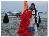 M. Karčiauskas po šuolio su parašiutu.
