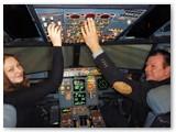 """M. Karčiauskas """"Baltic Aviation Academy"""" prie lainerio """"Boeing"""" skrydžio imitatorių šturvalo."""
