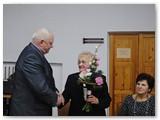 O. Mačiulienę renginyje sveikina Marijampolės meras Vidmantas Brazys, taip pat jau išėjęs Anapilin.